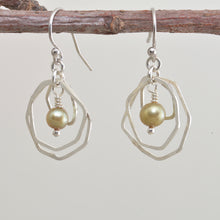 Load image into Gallery viewer, Dangle earrings with green cultured pearls in sterling silver. (E644)