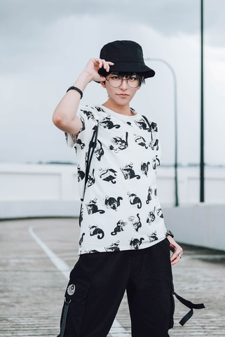 Bibi Expression 2, White T-shirt with cute cats repeat patterns with different expression