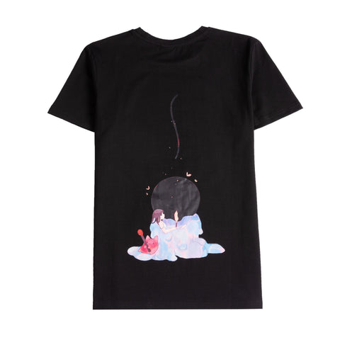 Back of the shirt, girl sits in the melted candle