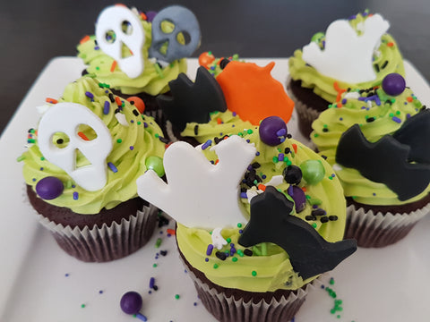 Halloween Cupcakes With Cookie Cutter Fondant Toppers