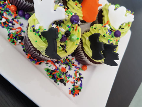 Halloween Cupcakes with mini bats, mini ghosts and mini pumpkin fondant toppers