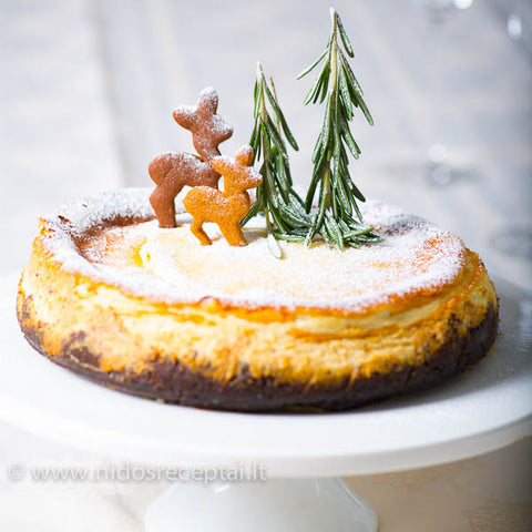 Nida cheesecake with little deer cookie toppers