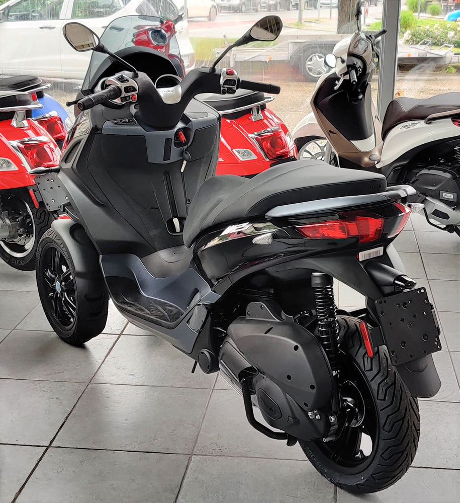 Piaggio MP3 300 Business hpe ABS ASR Schwarz