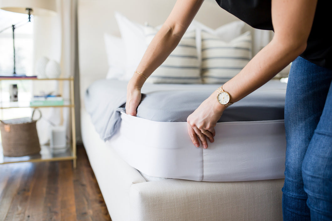 How to put sheets on a heavy mattress? Simple. Don't lift your mattress. How? Use a Better Bedder on your heavy mattress. No more lifting heavy mattresses! Heavy mattresses are a pain to deal with. So don't deal with them. The Better Bedder is the ultimate sheet fastener that eliminates lifting your mattress to put sheets on your mattress.