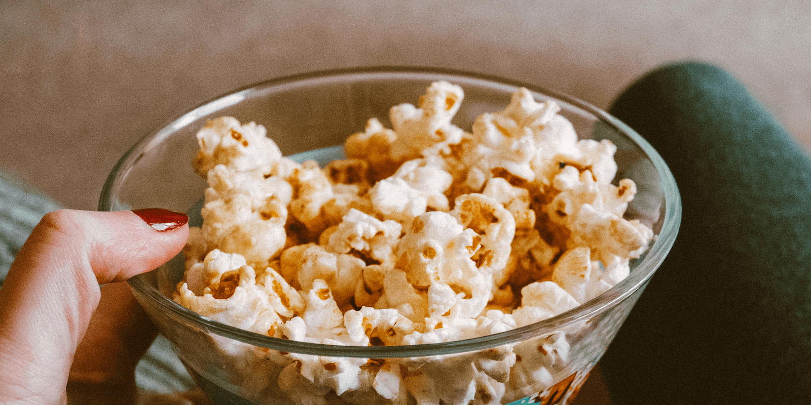 Healthy snacks to buy: salty and sweet popcorn