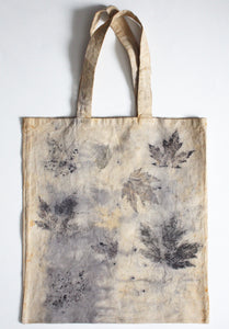 Tote bag with leaf press dye