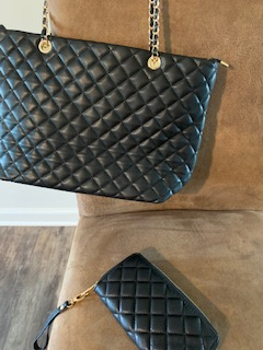 Black Tufted Purse w/Gold Chain Strap