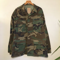 Hey Tiger Louisville Kentucky // vintage camo military army shirt jacket coat // size medium long // fall unisex combat woodland camouflage