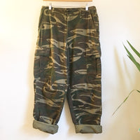 Hey Tiger Louisville Kentucky // Vintage 90s camo cargo pants trousers // Unisex size medium