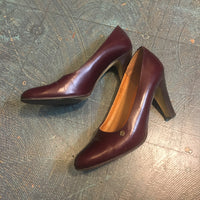 Vintage Etienne Aigner Oxblood Leather pumps // US size 7M // Retro 70s 80s high heel Shoes