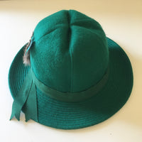 Hey Tiger Louisville Kentucky // Vintage Emerald Green Wool Hat with Ribbon Hatband and Feathers