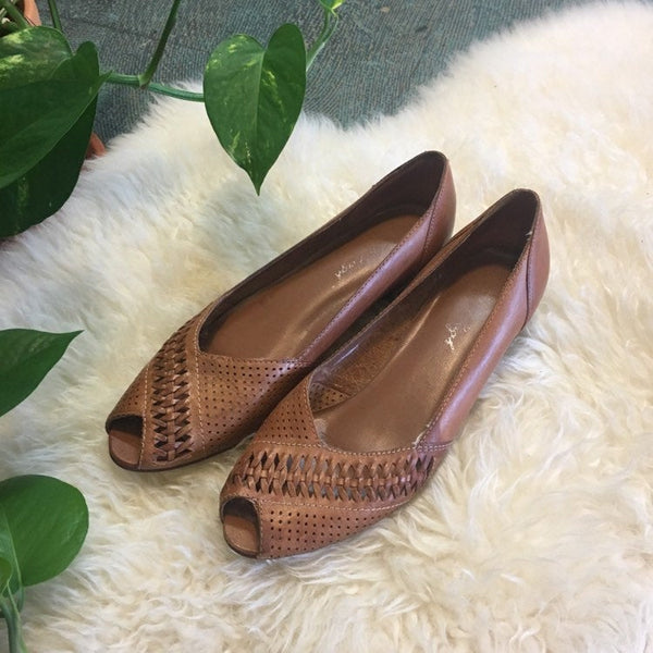 Hey Tiger Vintage 70s 80s leather perforated cut out woven wedges // US size 7.5 // brown leather slip ons