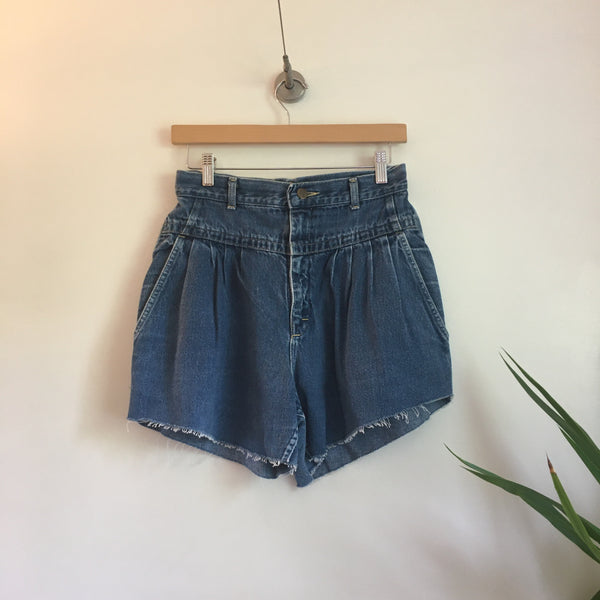 Vintage LEE Ultra high Rise Pleated denim Cut Off shorts // Size 12 // hey tiger louisville kentucky