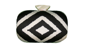Clutch with black/white print