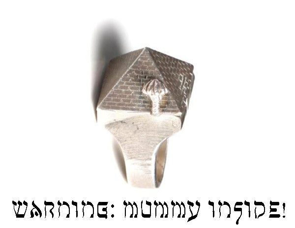 ✡ PYRAMID POISON RING ✡