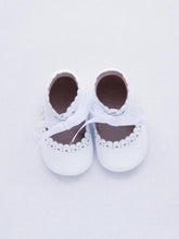 Load image into Gallery viewer, Baby girl's shoes