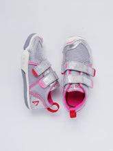 Load image into Gallery viewer, Plae Girl's Metallic Silver Sneakers