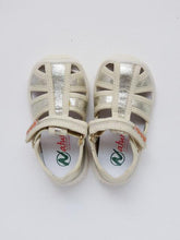 Load image into Gallery viewer, Girl's gold sandals