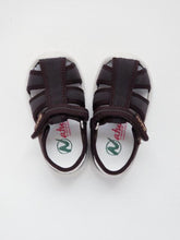 Load image into Gallery viewer, Boy's brown sandals