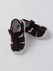 Boy's brown sandals