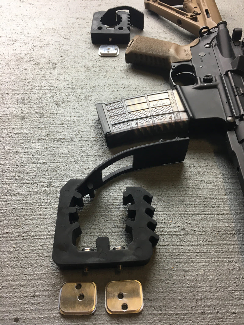 Gun mount with rifle next to it.