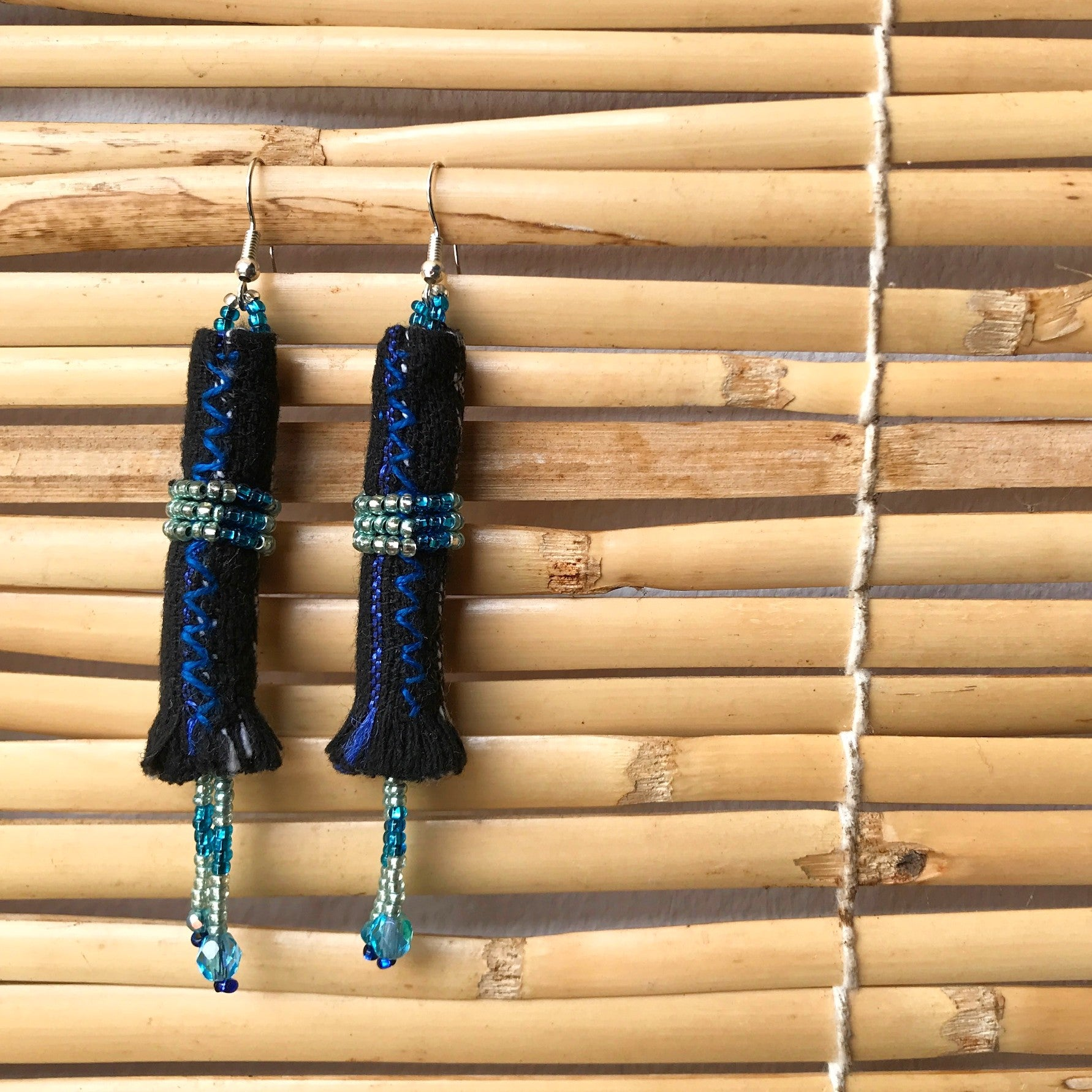 Long earrings 1: black