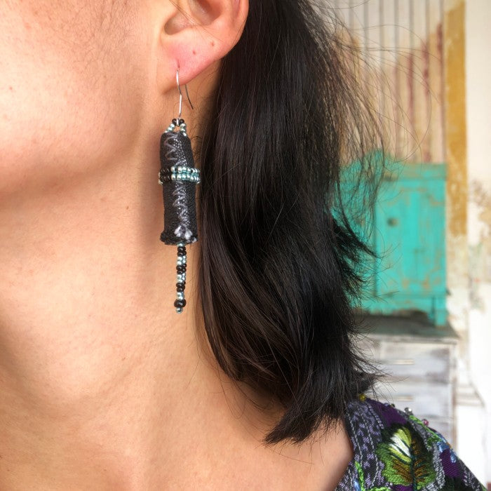 Short earrings 2: black