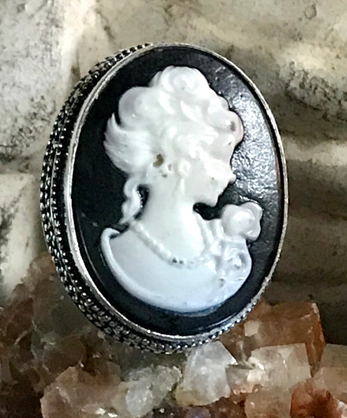 Cameo Black and Ivory .925 Sterling Silver Ring (Size 8)