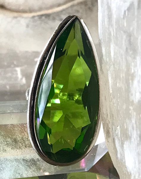 Peridot Faceted Gemstone .925 Sterling Silver Ring (Size 7.5)