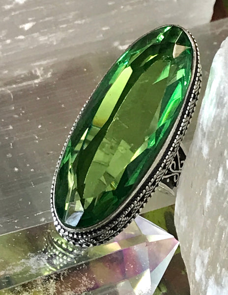 Peridot Faceted Gemstone .925 Sterling Silver Ring (Size 7)