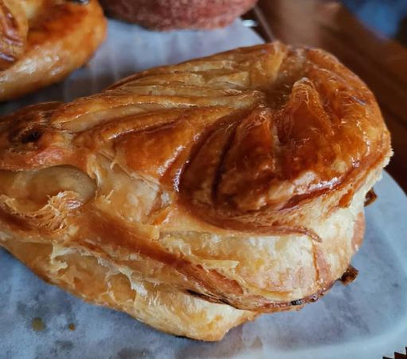 [Delivery] 2 Pieces of Apple Turnover Puff