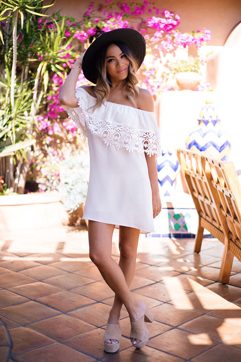 Stone Cold Fox White Bonita Dress, Janessa Leone Hat, What To Wear Del Mar Opening Day