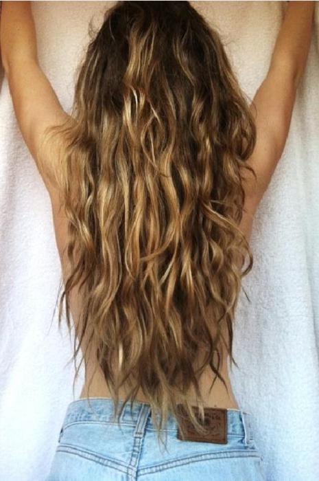 Beachy-Waves-Back-View-of-Sexy-Long-Wavy-Beach-Hair-