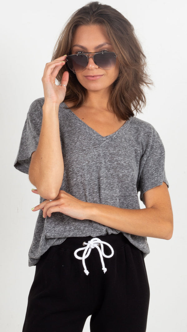 simple vneck tee grey