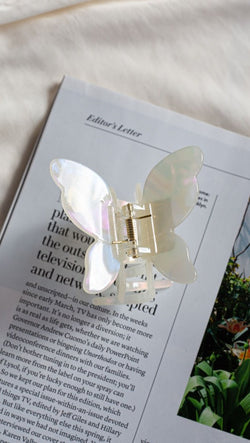 etoile medium sized butterfly hair clip cream/white