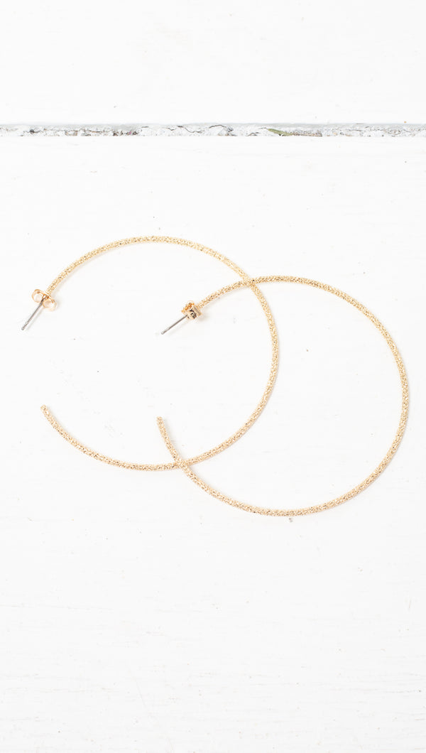 étoile Gold Dipped Large Detached Hoops With a Textured Exterior