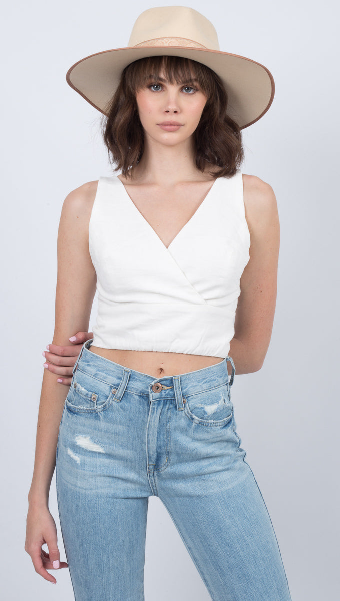 Étoile White Fitted V-Neck Crop Top