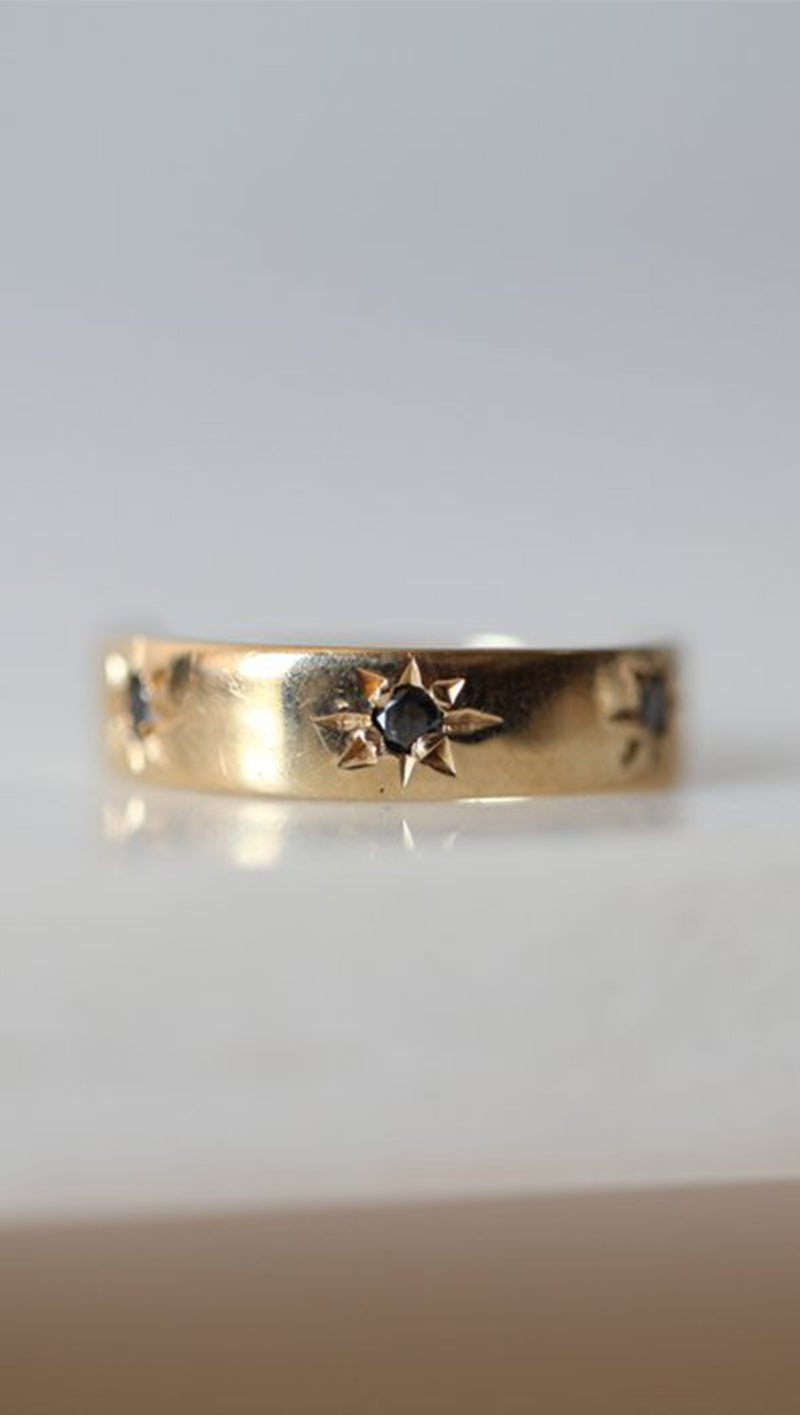 Gjenmi Gold Band Ring with Etched Black Diamond Stars