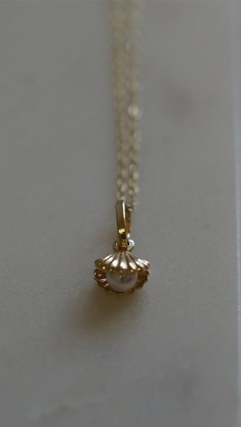 Gjenmi Gold Seashell Pearl Charm Necklace