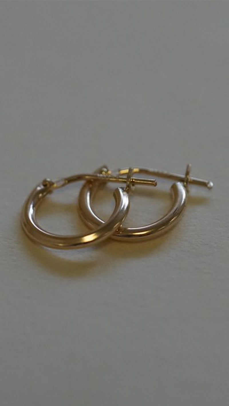 Gjenmi small thick gold hoops