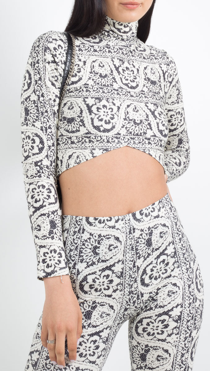 Novella Royale white/navy print cropped long sleeve shirt