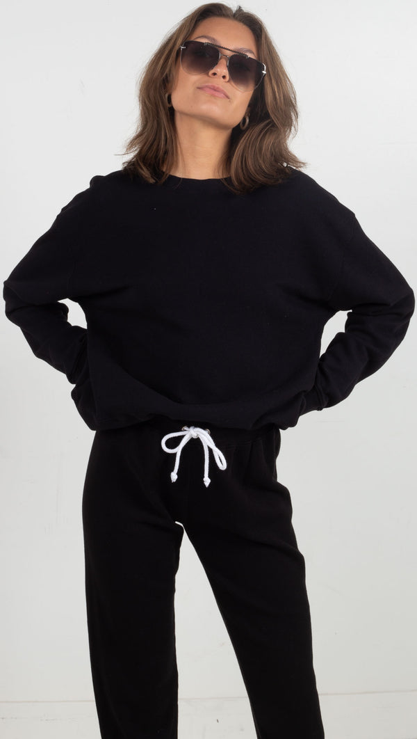 black sweatshirt pullover