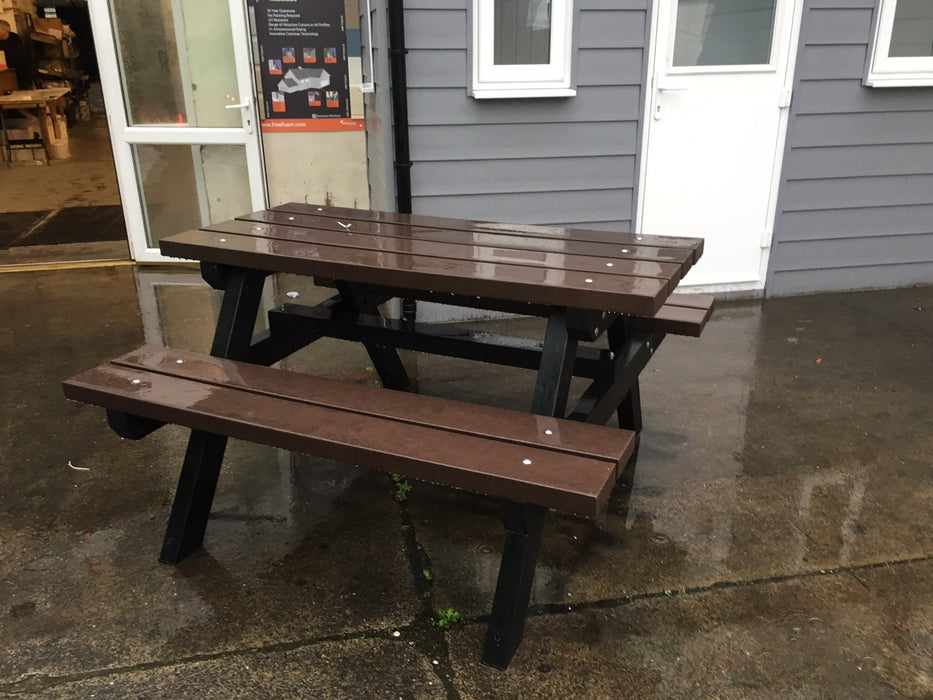 Fully Recycled Solid Plastic Picnic Table Bench 5ft Heavy Duty - Home Improvement Supplies Ltd