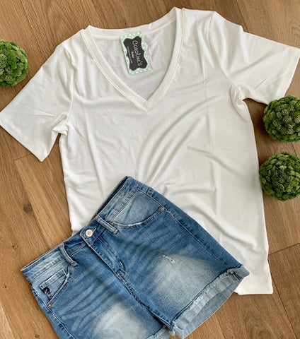 Short sleeve v-neck white - Caroline's Boutique Indiana