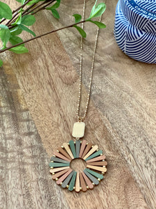 Wooden multi color gold necklace