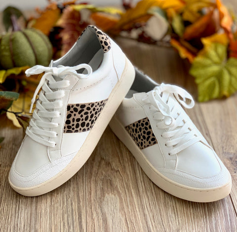 Leopard tennis shoe
