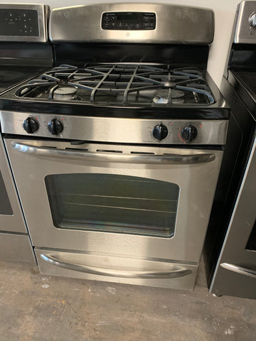 GE STAINLESS STEEL GAS RANGE WITH TRUE TEMP AUTOMATIC OVEN FEATURE..