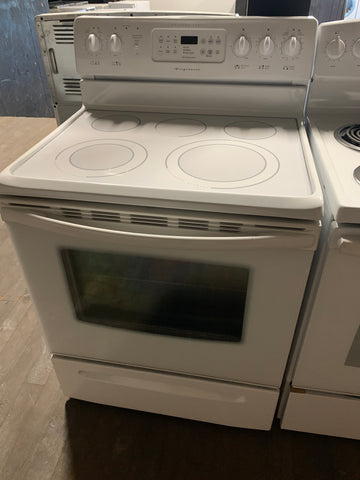 FRIGIDAIRE GALLERY ELECTRIC GLASS TOP RANGE WITH CONVECTION BAKE OVEN..