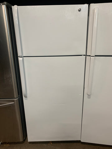 GE TOP FREEZER REFRIGERATOR..