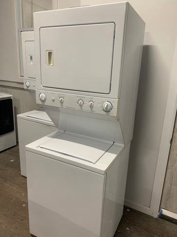 FRIGIDAIRE TOP LOAD WASHER & ELECTRIC DRYER LAUNDRY CENTER..